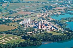 """<div class=""""bildtext_en"""">The LafargeHolcim Martres-Tolosane cement plant in France</div>"""