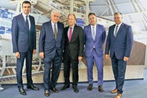 """<div class=""""bildtext_en"""">Dr. Christoph Seifert (Schade, MD Sales), Franz-W. Aumund (Aumund Group, President), Karl-Heinz Fiegenbaum (Schade, MD Sales), Andreas Klottka (Aumund Holding, MD) and Klaus Paul (Schade, Technical MD) (f.l.t.r.)</div>"""