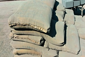 1 Sewn Chinese cement sacks made of recycled polypropylene