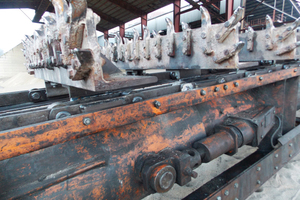 2 FB conveyor chains with rail wheels