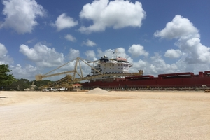 The Takraf shiploader is now installed and working on site in Mexico