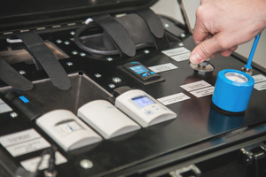 2 The Beumer bag tester can be easily operated with the digital display unit