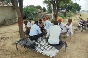 """<div class=""""bildtext_en"""">A biomass farmer meeting </div>"""