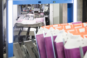 2 The Beumer fillpac is equipped with a ream magazine …