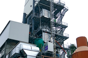 This industrial lift, now permanently installed on the new lime kiln at Köhler Kalk GmbH, facilitates both routine operations and maintenance work