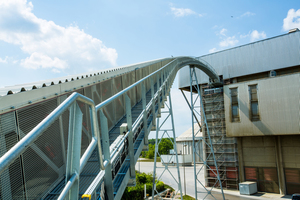 """<div class=""""bildtext_en"""">A pipe conveyor is at the core of the supplied system: The enclosed system ensures environmentally safe, dust-free and low-energy transport of the alternative fuels</div>"""