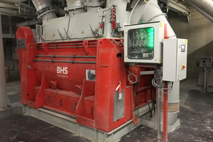 1 BHS dry powder batch mixer of type DMX 4900 at the Wopfing South plant