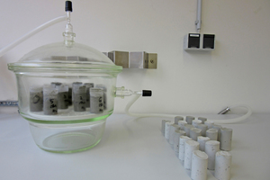1 Experimental setup for the investigation of hydration behavior under CO<sub>2</sub>-exclusion in an N<sub>2</sub> atmosphere or in laboratory air (carbonation)