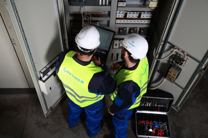 """<div class=""""bildtext_en"""">2 These services include maintenance and inspection at regular intervals</div>"""