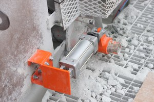 4 The Automated Blade System eliminates the need for manual blade tensioning