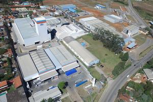 "<div class=""bildtext_en"">Bird's-eye view of the MC-Bauchemie plant in Vargem Grande Paulista in São Paulo with the new powder tower</div>"
