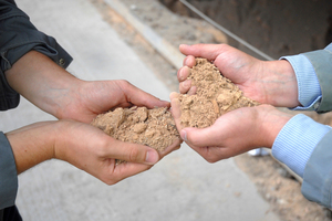 """<div class=""""bildtext_en"""">2 Wood waste is another low-carbon fuel and is now increasingly being used in the Wietersdorf cement plant</div>"""