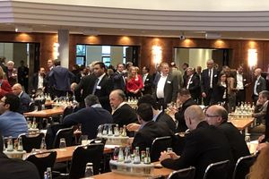 1 and 2 The conference breaks offered good opportunities for a lively exchange ...