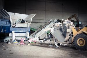 The twin-shaft pre-shredder Atlas 5500 at work