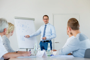 """<div class=""""bildtext_en"""">VDZ classroom training courses provide profound knowledge in theory ...</div>"""