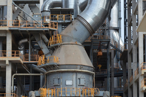 """<div class=""""bildtext_en"""">Example of a cement raw material mill MVR 5000 R-4</div>"""