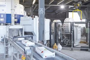 """<div class=""""bildtext_en"""">2 The Radimat bag applicator automates the packing of cement into valve bags using rotating packing machines. It can be retrofitted to all systems currently on the market and thus can be used to optimize packing processes. The Radimat can be installed in existing lines or for making new lines more compact in two or three dimensions</div>"""