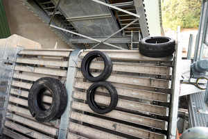 3 The hook separator ensures that the tyres are not stacked on top of each other