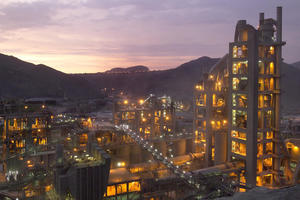 "<div class=""bildtext_en"">The Unacem plant in Condorcorcha/Peru</div>"