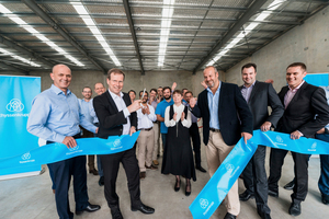 "<div class=""bildtext_en"">2 The service center opening by Dr. Donald Weir and Andrew Howie with colleagues</div>"