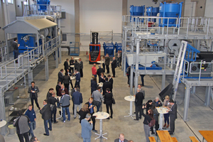 "<div class=""bildtext_en"">Approx. 100 industry experts came together to gather information about the new pilot plant for construction material recycling at IAB-Weimar</div>"