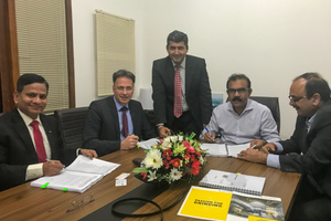"""<div class=""""bildtext_en"""">During the signing of the contract in early February: ONYX's Chairman Nandana Lokuwithana (second from right) and Gebr. Pfeiffer's Chairman Mathias Dülfer (second from left), surrounded by colleagues from the Gebr. Pfeiffer's Indian subsidiary</div>"""