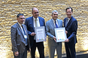 4 Helmut Ehnes, ISSA Mining, Germany, the newly elected ILA President Paul Ellis from Malaysia, the outgoing ILA President Wayne Brown from South Africa and the ILA Secretary General Dr. Thomas Stumpf from Germany with the Vision Zero document (from left to right)