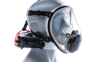 """<div class=""""bildtext_en"""">2 The CleanSpace Ultra version is designed for use in decontamination showers and first-aid applications</div>"""
