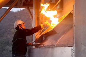 "<div class=""bildtext_en"">3 Firing up the new H4 kiln in Chememan's lime plant</div>"