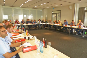 1 Some 30 attendees from the cement industry met in Lemgo