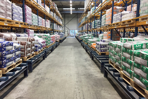 """<div class=""""bildtext_en"""">Paper sacks protect the product quality and performance for at least 18 months in storage. Image storage depot: Sika Deutschland, Rosendahl/Germany</div>"""