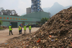 1 Dried floating material from the Yangtze river to be co-processed at Huaxin Zigui cement in Hubei Province