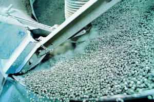 Components from Siemens, including a new Simotics motor, help the customer produce cement more efficiently and achieve higher production rates. In addition, safety at the plant has been improved