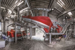 2 The plant at the Austrian company ThermoTeam Alternativ-brennstoffverwertungs GmbH crushes the material with shredders and separates unwanted components, such as metal and inert materials