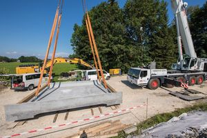 For the replacement of the bridge over the Dürnbach, Tegernsee-Bahn approved the first application of the new material. The abutment of the old bridge could be retained due to the low dead weight of the new pre-fabricated bridge part made from UHPFRC