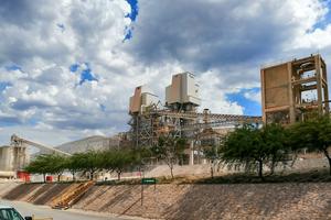 "<div class=""bildtext_en"">2 Place for the third Maerz lime kiln for Mexicana de Cobre</div>"