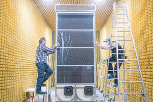 """<div class=""""bildtext_en"""">1 Assembly of the façade demonstrator in the sound laboratory</div>"""