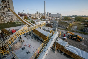 Beumer Group delivers complete systems to supply calciners and main burners with alternative fuels and raw materials. Pipe Conveyors are the main component. They are fed via screw conveyors