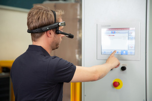4 The service technician of the customer can wear our Beumer Smart Glasses to have all important information displayed in the live image of the camera