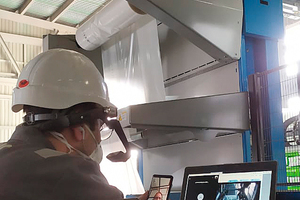 1 On site: Beumer Smart Glasses, smartphone and laptop provide an audiovisual connection to Beumer Group