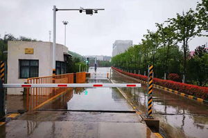 2 At Luoyang CUCC, an unmanned entrance only allows cement trucks to enter the plant, using a special transaction card, if the payment for cement has been completed