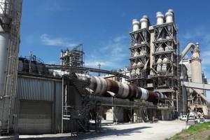 """<div class=""""bildtext_en"""">The Opterra Karsdorf cement plant</div>"""