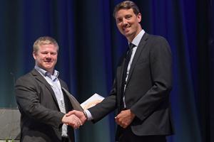 "<div class=""bildtext_en"">Dr. Johannes Kasper (left) received first place for his work</div>"