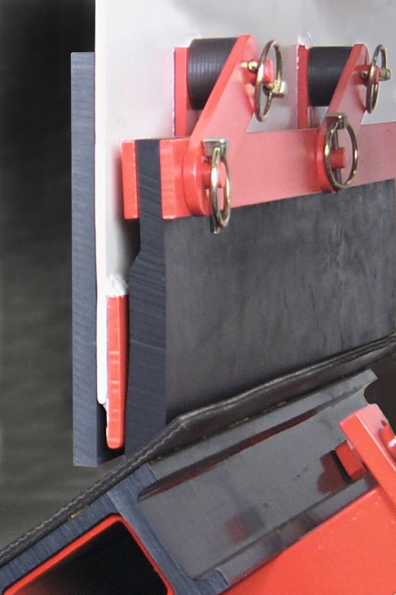 Self Adjusting Skirting For Reduced Conveyer Belt
