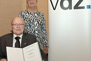 """<div class=""""bildtext_en"""">The benefactor, Dr. Edith Dyckerhoff with theawardee, Professor Dr.-Ing. Siegbert Sprung (left)</div>"""