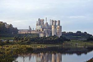 """<div class=""""bildtext_en"""">14 Pedra do Sina cement plant </div>"""