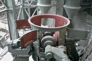 Mühlengehäuse der MVR 1800 C-4 mit eingeschwenkten Mahlwalzen<br />