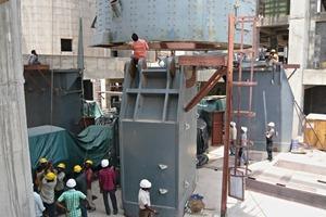 Montage des Mühlengehäuses (Balaji, Indien)<br />
