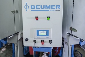 "<div class=""bildtext_en"">The rotating Beumer fillpac R filling machine, with sophisticated weighing electronics</div>"