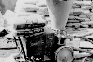 Frühes Bild eines Mörtelmischers (ca. 1970, höchstwahrscheinlich eine Maschine von Putzmeister)<br />